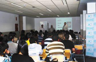 """III Jornadas: Charlas de Empresarios a Estudiantes del IES La Foia"""