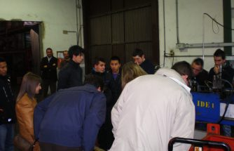 Alumnos del IES La Foia visitan la empresa Litochap