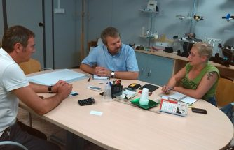 Una multinacional extranjera visita empresas de inyección de nuestra comarca