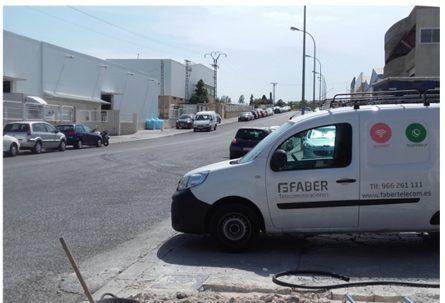 FABERTELECOM instala nuevas líneas de fibra óptica para controlar el alumbrado del polígono, las cámaras de vigilancia  y vertidos