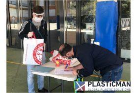 INYECTADOS PLASTICMAN dona pantallas protectoras faciales a los centros educativos Felicidad Bernabeu de Ibi y Sant Roc de Alcoy